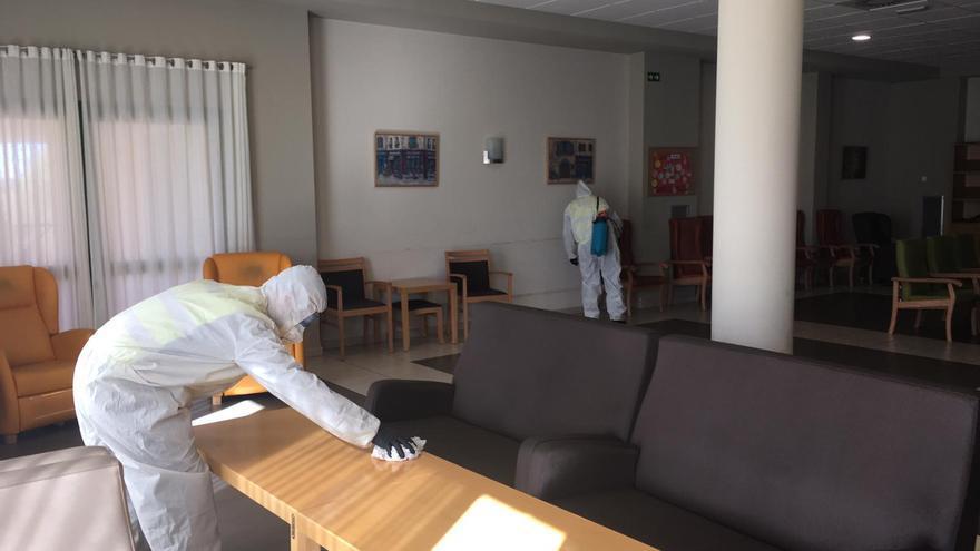 Limpieza de la UME en una residencia de ancianos.