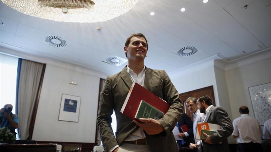 Rivera pedirá mañana a Rajoy que convoque una mesa a tres con PP, PSOE y C's
