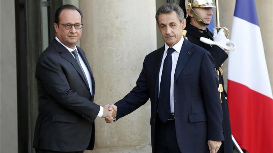 Hollande recibe a Sarkozy en la búsqueda de unidad con los líderes políticos