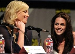 """Charlize Theron y Kristen Stewart, dos bellas de cuento en """"El Hormiguero"""""""