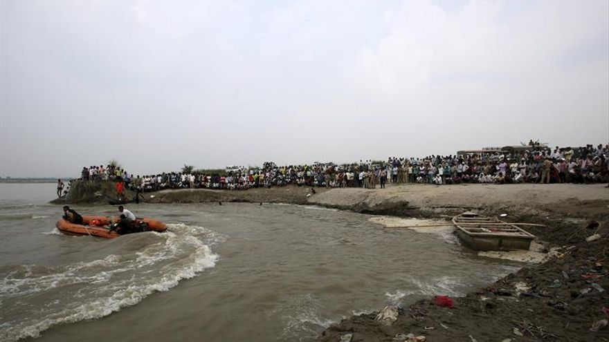 19 muertos y 10 desaparecidos en el naufragio de un bote en un río del norte de India