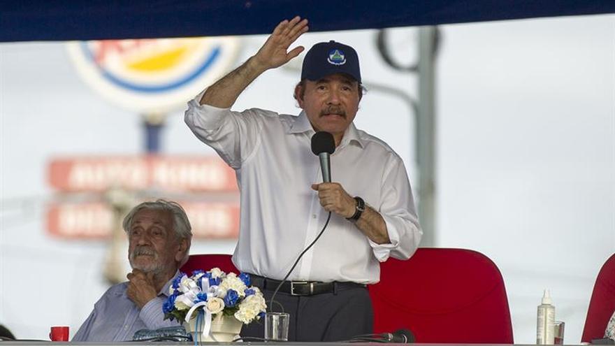Daniel Ortega llega al diálogo entre gritos de asesino y fuertes medidas de seguridad