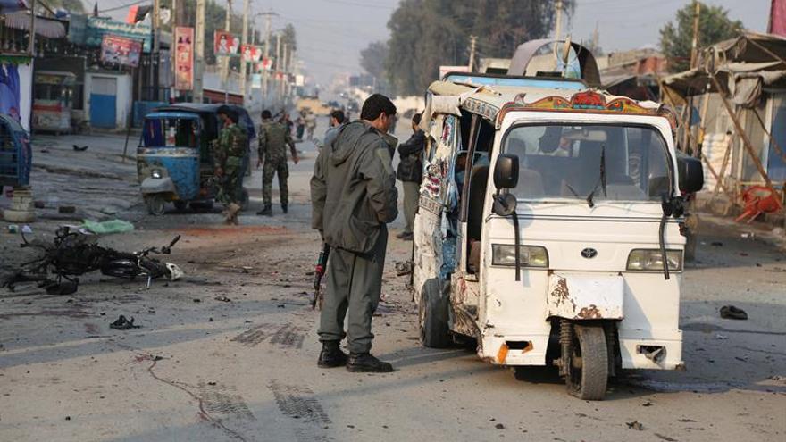 Al menos siete muertos y trece heridos en un atentado suicida en Afganistán