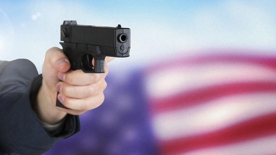 Comprar y portar armas es un derecho constitucional en EEUU, difícil de limitar por leyes del Congreso o decretos presidenciales.