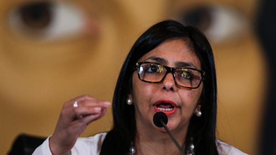 """La canciller de Venezuela acusa a Almagro de """"apoyar la violencia"""" su país"""
