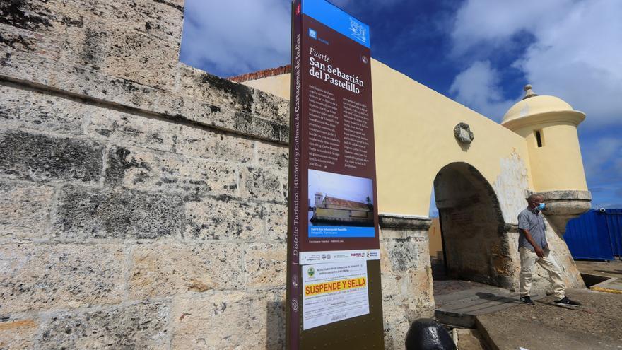 Una empresa causa una polémica al pintar la muralla del fuerte de Cartagena de Indias