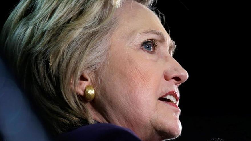 """Clinton dice que es """"imposible"""" que el candidato demócrata no sea ella"""
