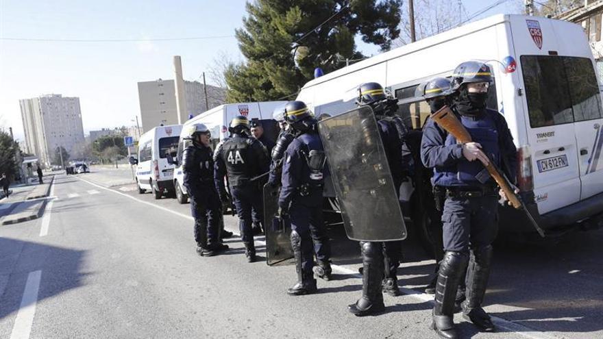 Detienen a dos yihadistas que iban a actuar en la campaña electoral francesa