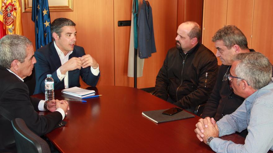 Momento de la reunión del consejero de Agricultura co integrantes de CCOO en Canarias