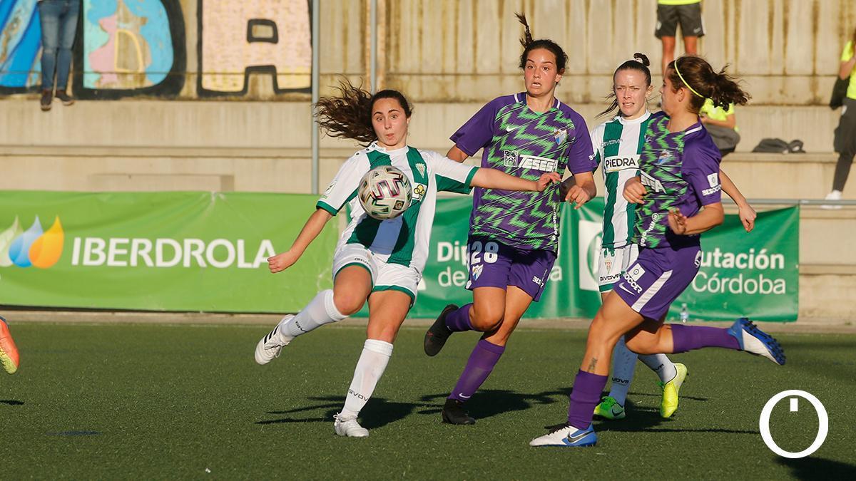 Lance de un partido del Córdoba Femenino en Miralbaida.