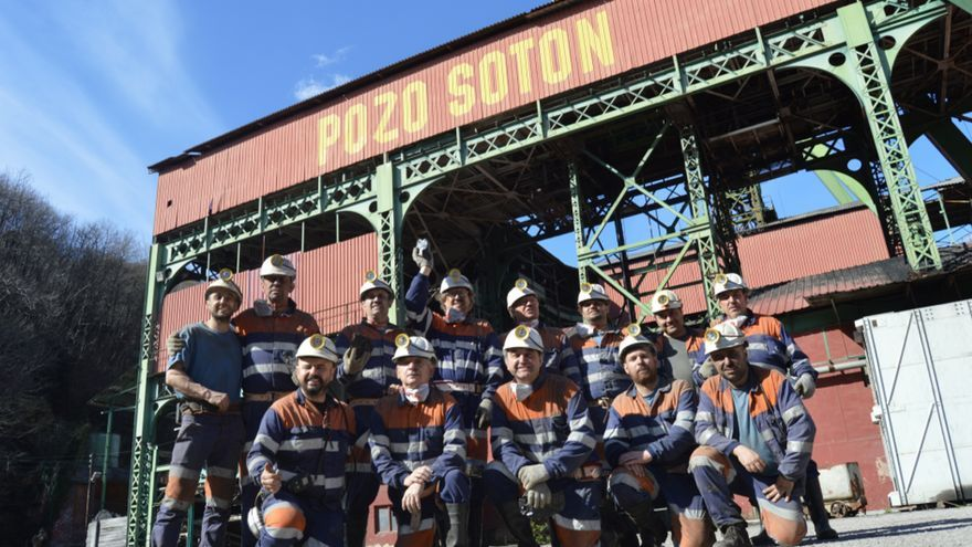 Grupo de visita al Pozo Sotón. Foto:Pablo Lorenzana