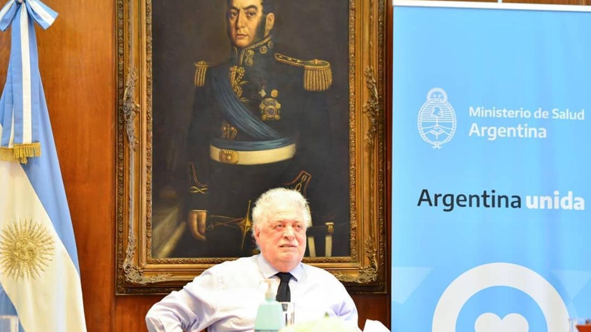 GInés González García en el despacho del Ministerio de Salud