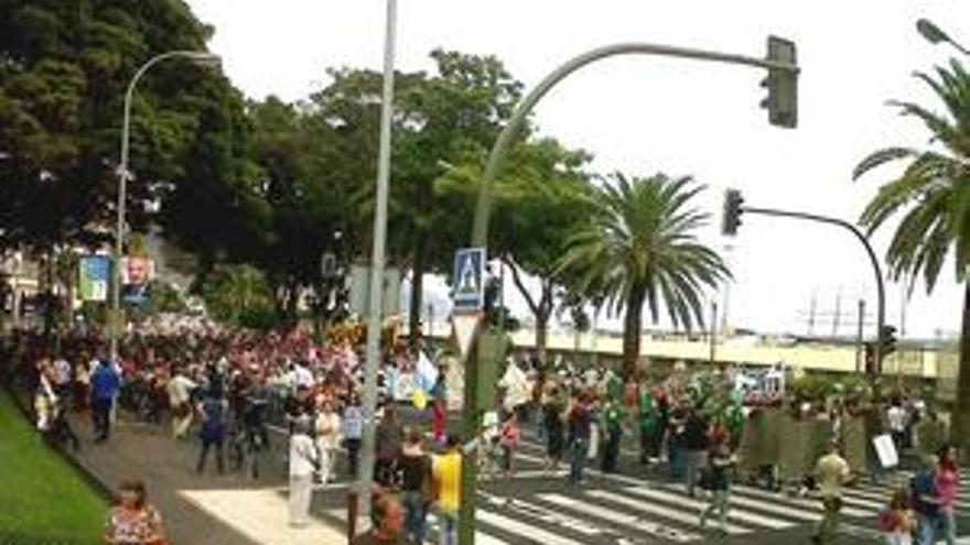 Manifestación contra el Puerto de Granadilla. (ACN PRESS)