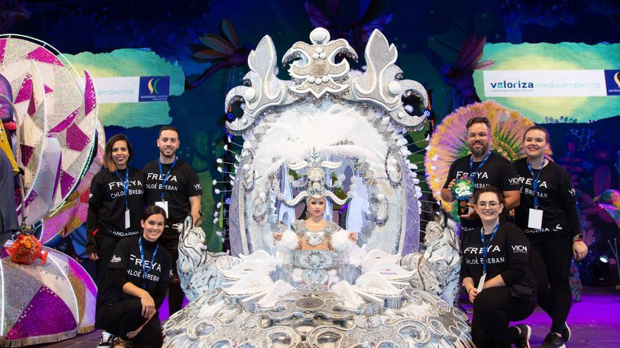 La ganadora en la elección de la reina infantil, Chloe Breban, este miércoles en Los Cristianos