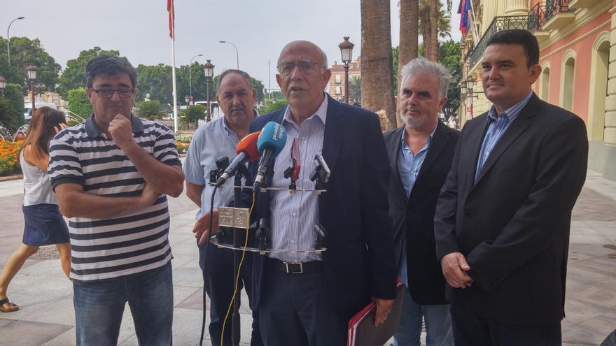 José Ignacio Gras a las puertas del Ayuntamiento de Murcia