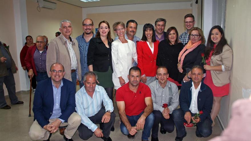 En la imagen, los miembros de la lista del PSOE al Ayuntamiento de Tijarafe con otros dirigentes del partido en la Isla.