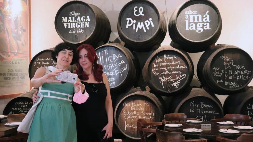 El Pimpi, una bodega emblema del folclore andaluz que alcanza el medio siglo