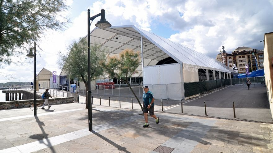Carpas instaladas para el festival de blues de Hondarribia