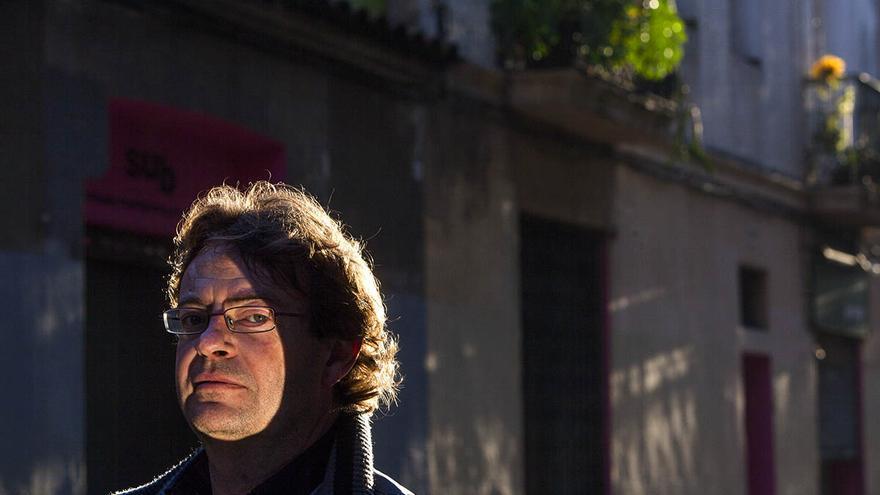 L'escriptor Manel de la Rosa ha publicat la seva primera novel·la. / Carmen Secanella