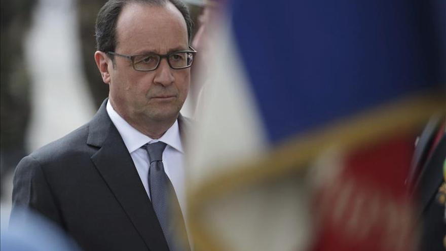 """Hollande insta a Cameron a reforzar sus relaciones """"en el seno de la UE"""""""