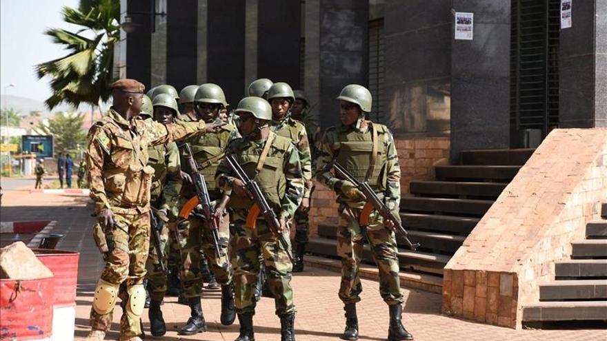 Alerta en Mali mientras sigue la búsqueda de 3 sospechosos del ataque en Bamako