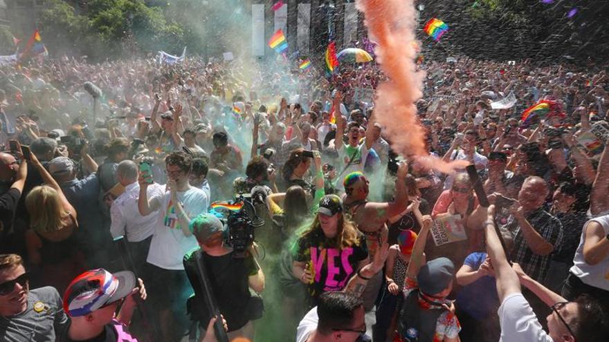 Australia avanza hacia la legalización de bodas gais tras encuesta postal