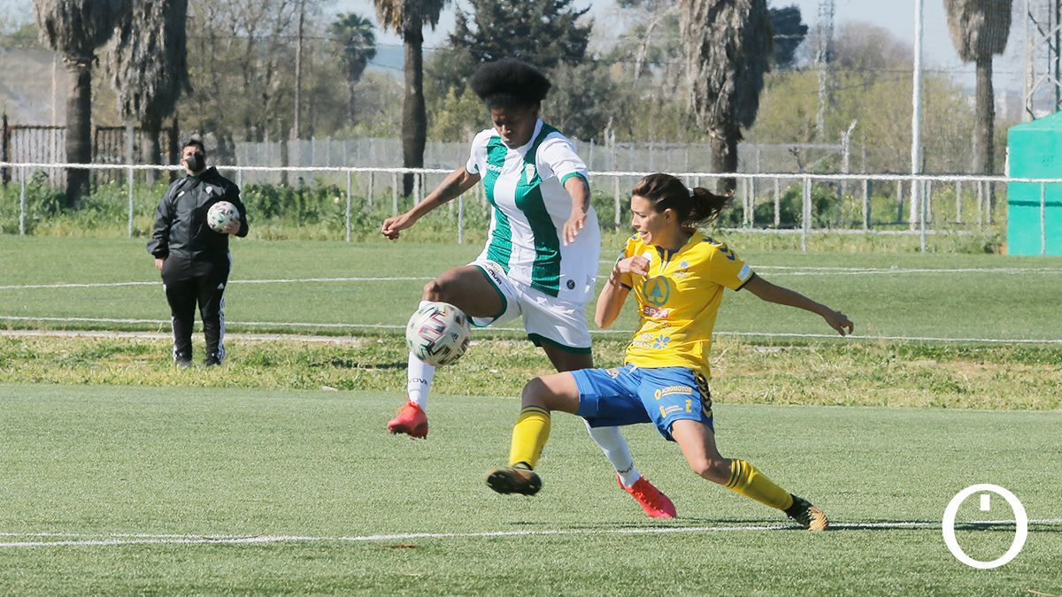 Natalia Mills, en un partido del Córdoba Femenino.