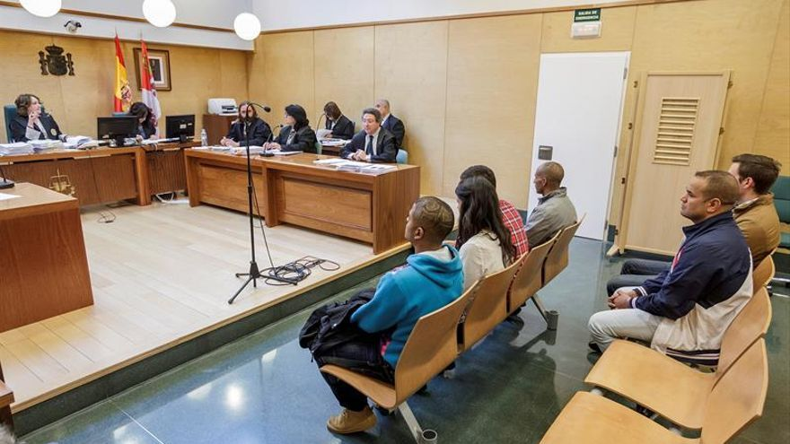 Condenan a cinco de los seis acusados por los disturbios de 2014 en Gamonal