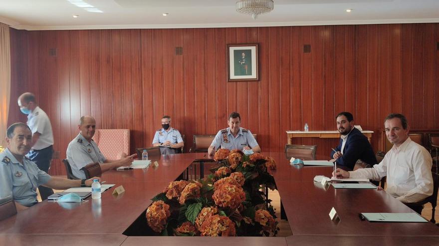 Reunión entre el Ayuntamiento de Los Alcázares, la Academia General del Aire y el Ministerio de Defensa