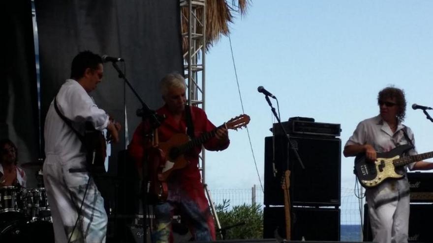 Kico Veneno (centro), este sábado, en el concierto ofrecido en la Avenida Marítima de Santa Cruz de La Palma.