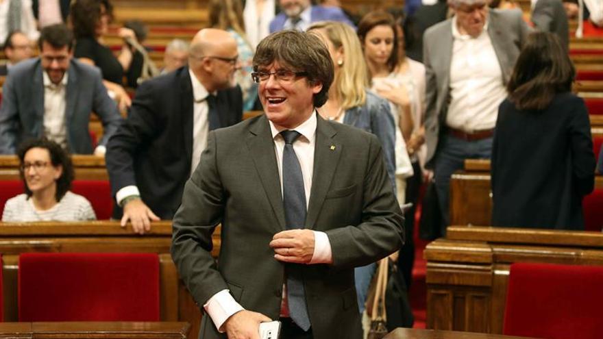 """Puigdemont dice que la ley del referéndum """"sigue vigente"""" pese a la suspensión del TC"""