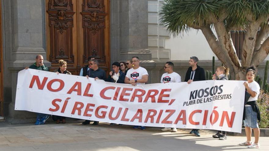 Protesta de los quiosqueros ante la sede del Ayuntamiento capitalino