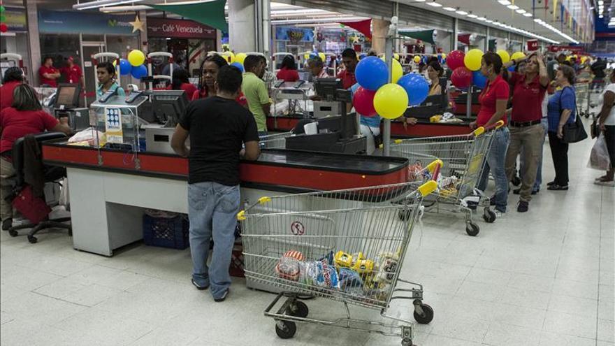 El Gobierno venezolano ocupa una red de supermercados por supuesta guerra alimentaria