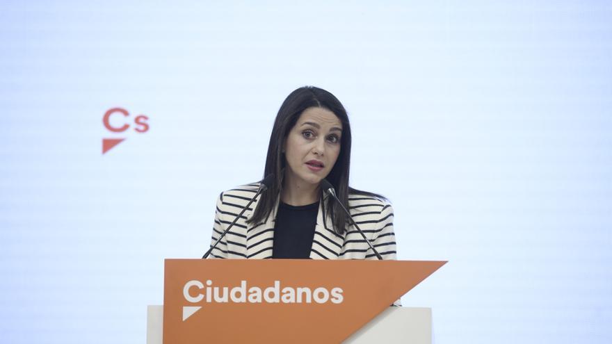 La presidenta de Ciudadanos, Inés Arrimadas, durante una rueda de prensa posterior al Comité Permanente del partido, a 12 de abril de 2021, en Madrid (España).