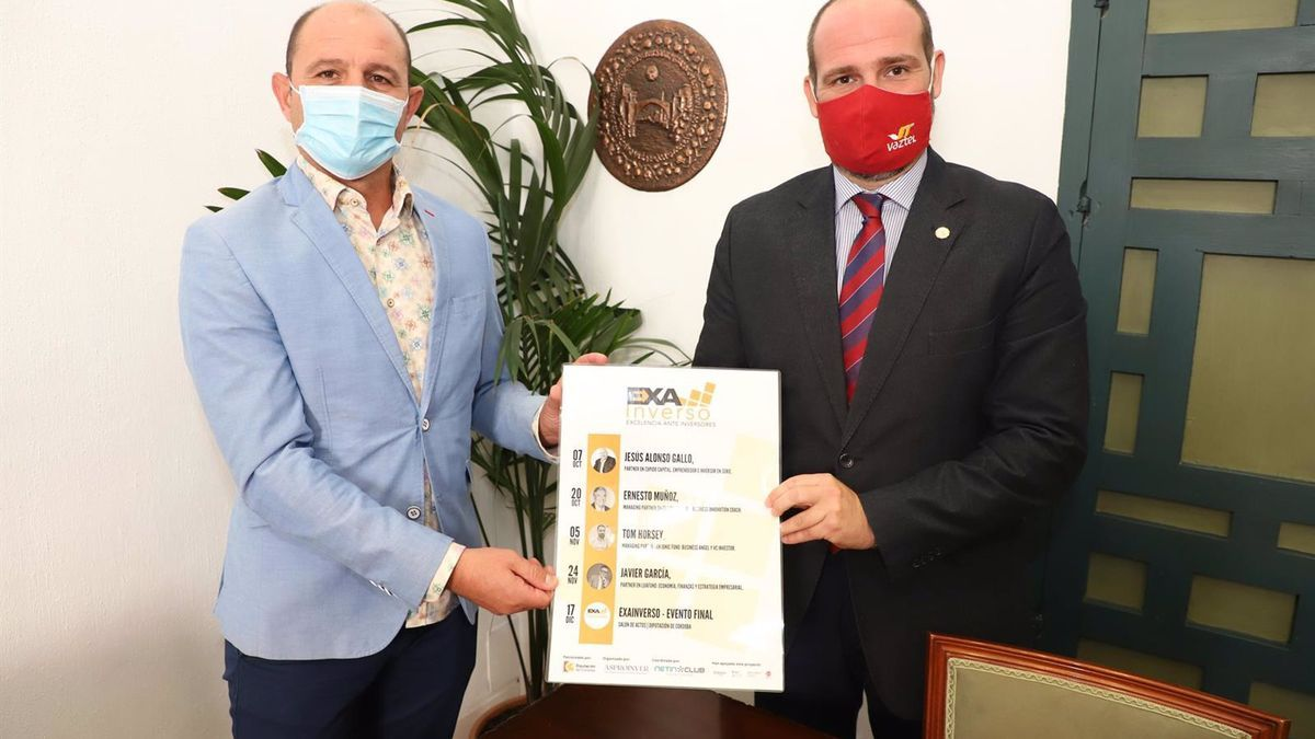 El delegado de Empleo en la Diputación de Córdoba, Miguel Ruz (izda.), en la presentación del programa.