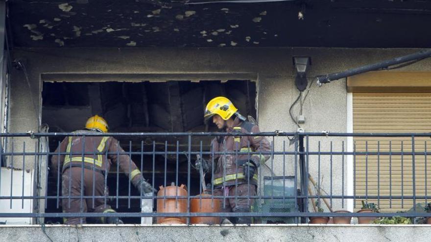 Dos muertos y 14 heridos en un incendio en un bloque de Sant Adrià del Besós