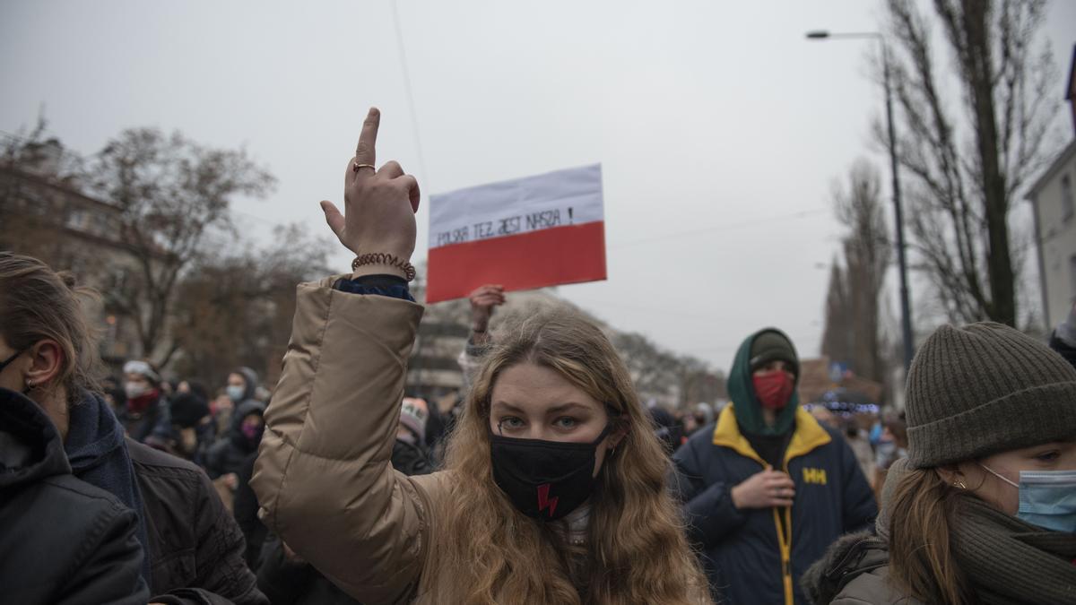Una mujer participa en las protestas de diciembre contra la sentencia del Tribunal Constitucional.