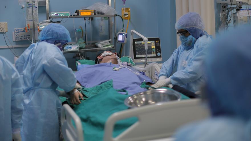 Perú, con el mayor número de muertes y hospitalizaciones diarias por covid