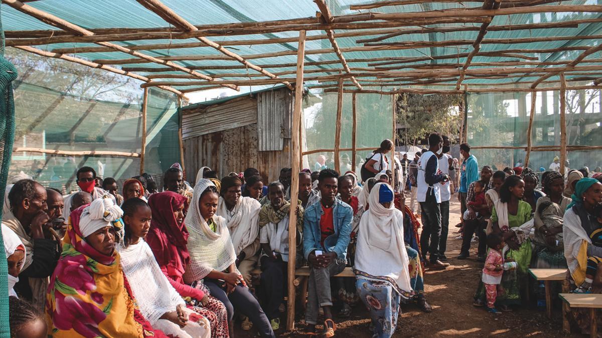 Sala de espera de la clínica de MSF en una escuela primaria donde son alojados cientos de desplazados de Tigray.