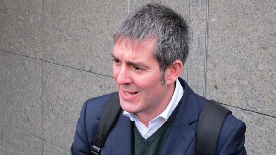 El alcalde de La Laguna y candidato de CC al Gobierno de Canarias, Fernado Clavijo a la salida de los juzgados.