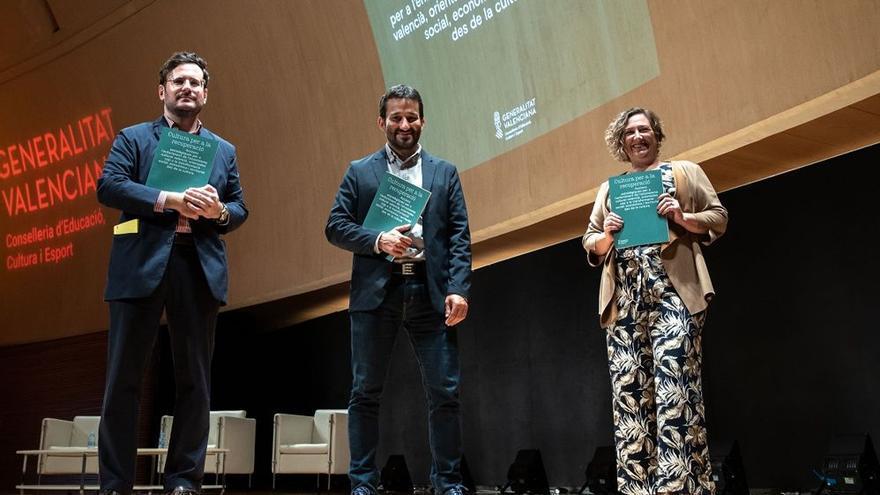 Ramón Marrades junto al conseller Vicent Marzà y la secretaria autonómica Raquel Tamarit.