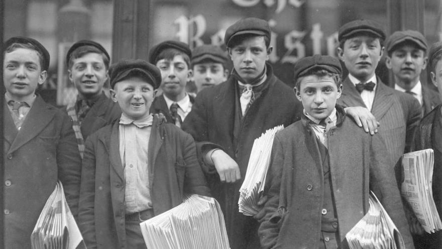 Niños repartidores en Nueva York a finales del siglo XIX. (Canarias Ahora).