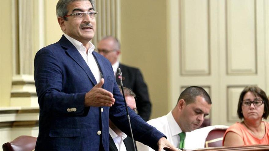 El diputado de Nueva Canarias, Román Rodríguez, durante una de sus intervenciones. (EFE/Cristóbal García).