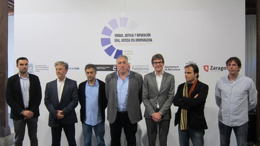 Siete ciudades firman un manifiesto para impulsar querellas contra los crímenes del franquismo