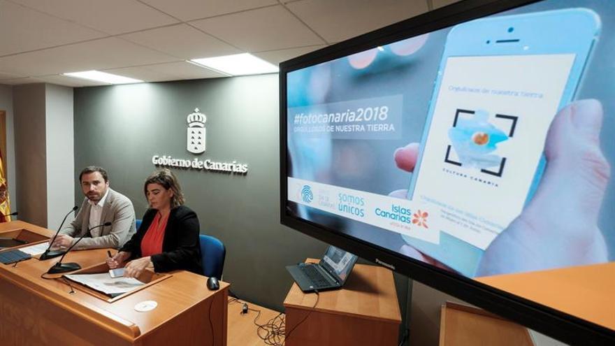 El consejero de Turismo, Cultura y Deportes de la comunidad autónoma, Isaac Castellano, y la directora gerente de Promotur, María Méndez