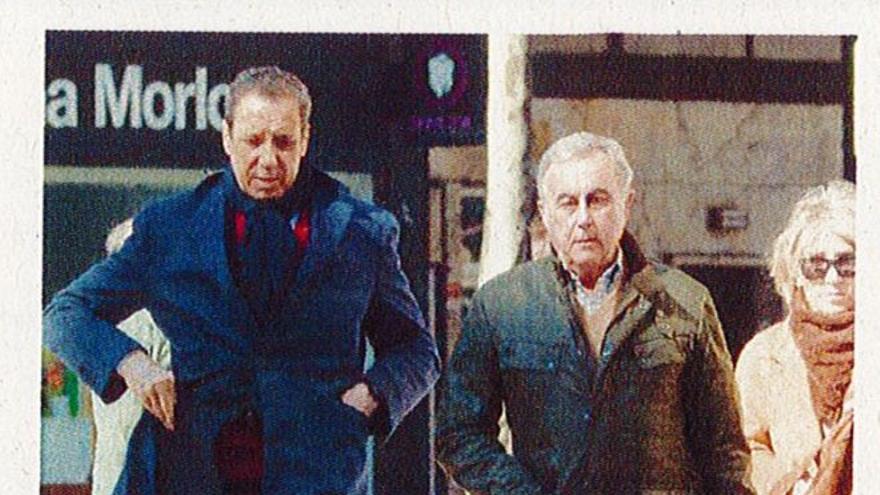 Eduardo Zaplana y su presunto testaferro, Joaquín Barceló, en una imagen captada por la Guardia Civil
