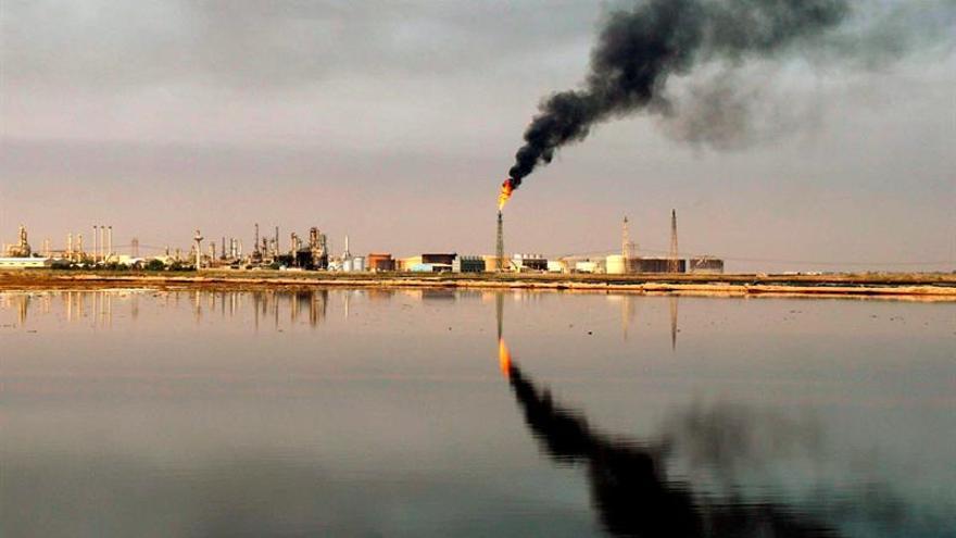 El precio del petróleo de Texas abre con un alza del 1,0 % hasta 44,51 dólares