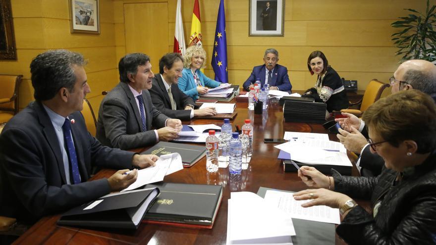 Primera reunión del Consejo de Gobierno con Paula Fernández como consejera. | LARA REVILLA