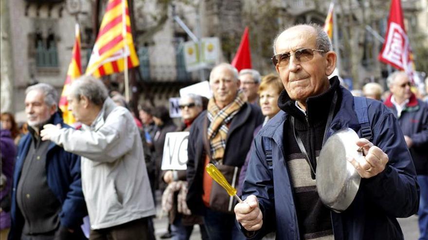 """Miles de personas protestan en Barcelona contra unos presupuestos """"antisociales"""""""