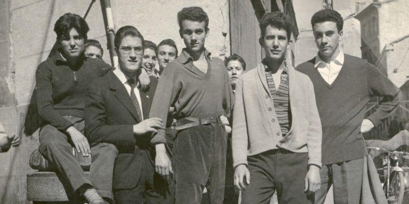 Al fútbol o a misa: así vestían los jóvenes en domingo